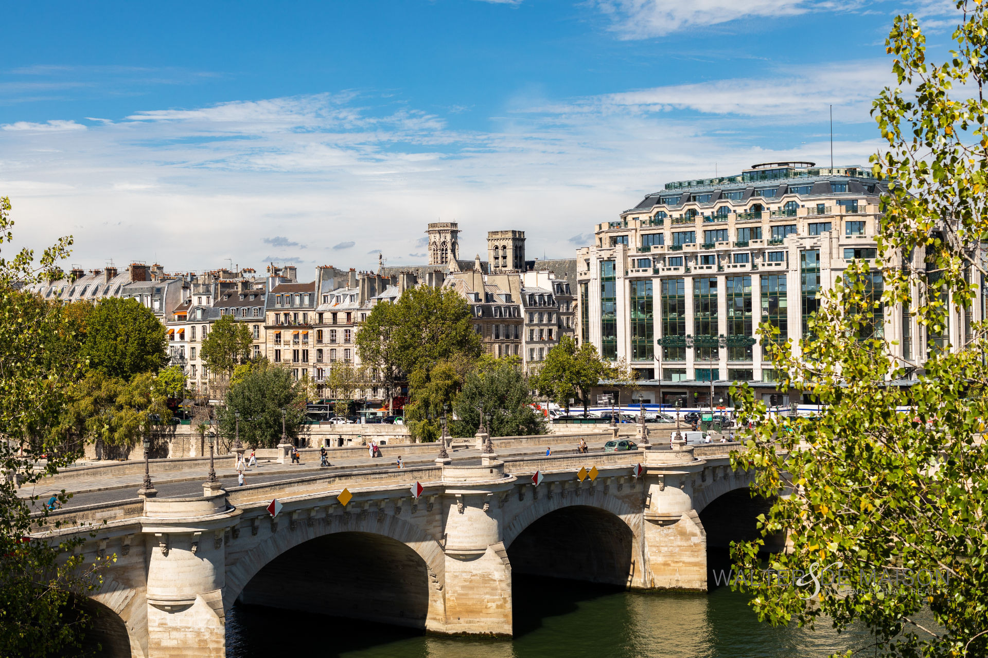 Appartement 2 pièce(s) 53 m²                         75001 PARIS