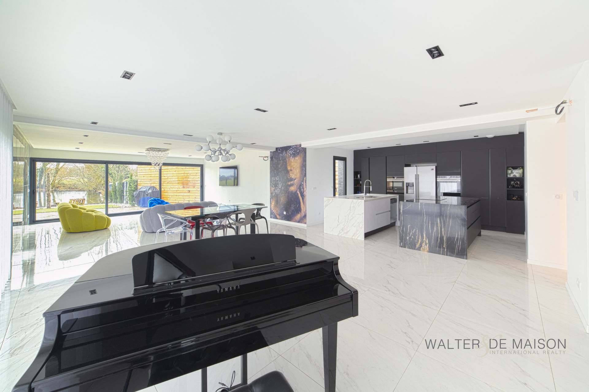 Maison 10 pièce(s) 315 m²                45370 MEZIERES LEZ CLERY