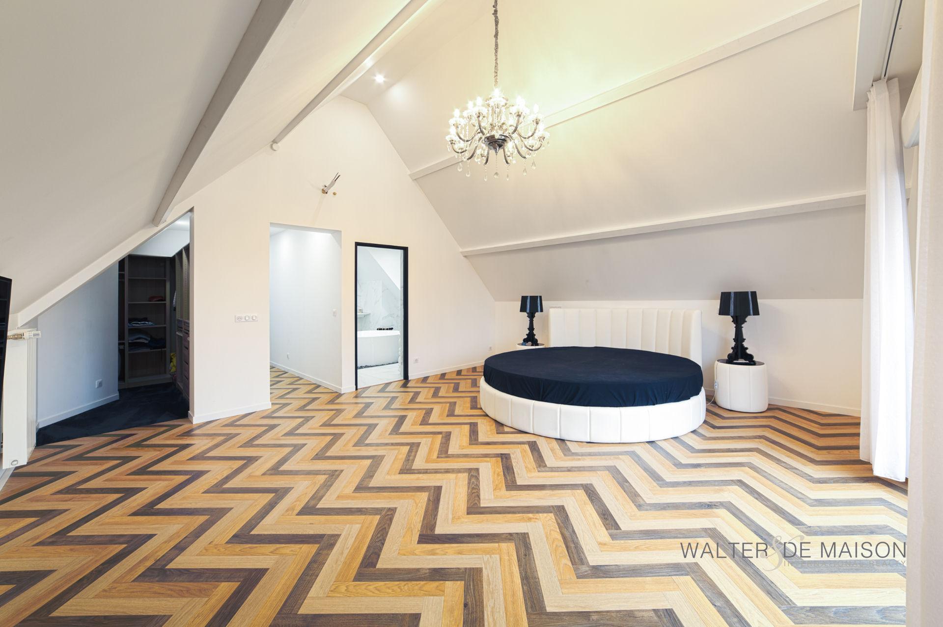 Maison 10 pièce(s) 315 m²                45000 ORLEANS