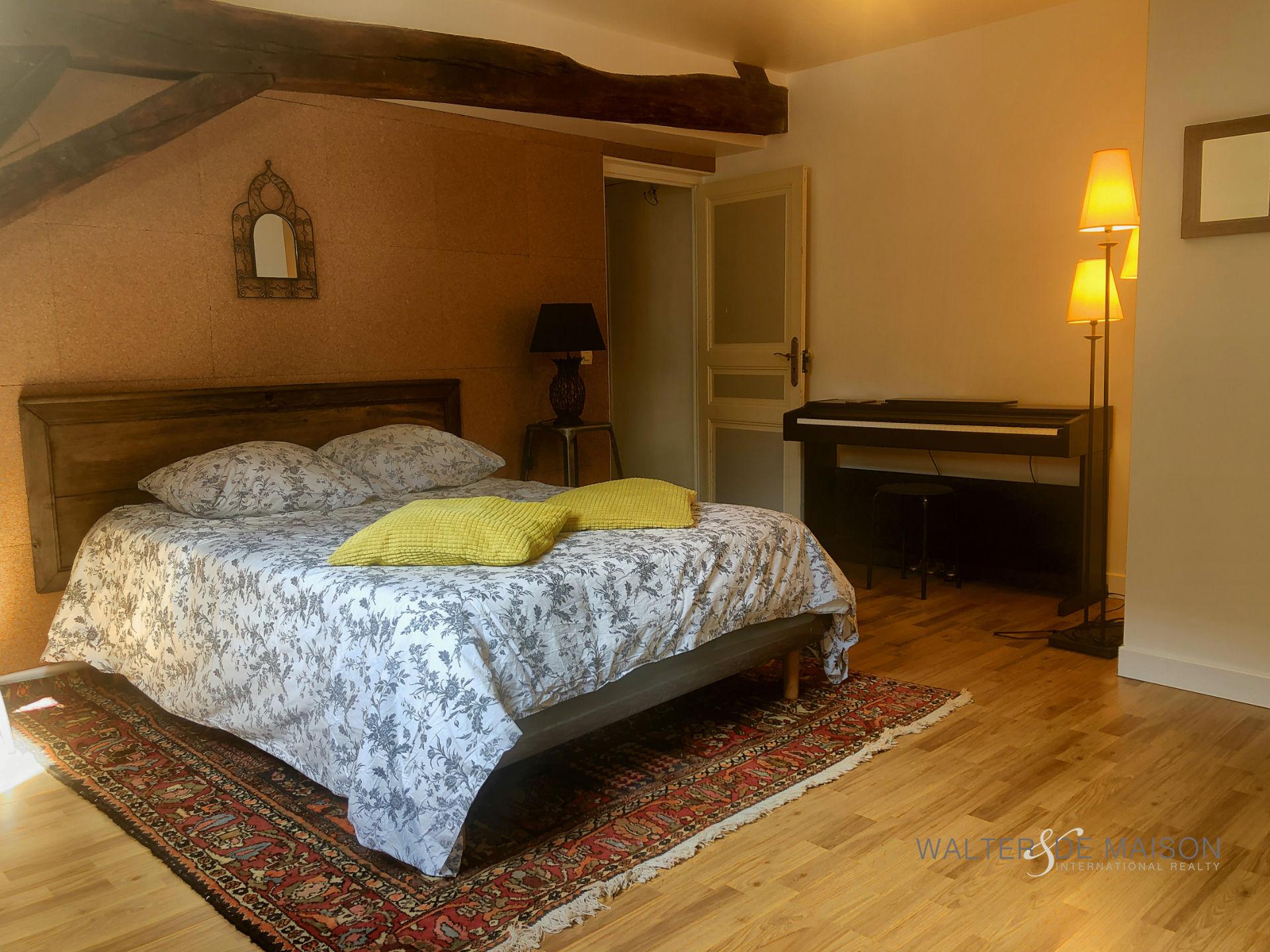 Maison 7 pièce(s) 195 m²                45000 ORLEANS