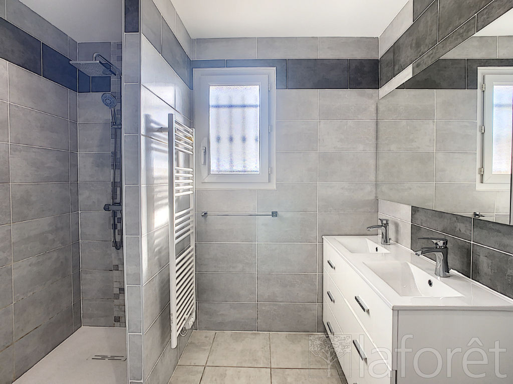 Sale house / villa Villefontaine 320000€ - Picture 6