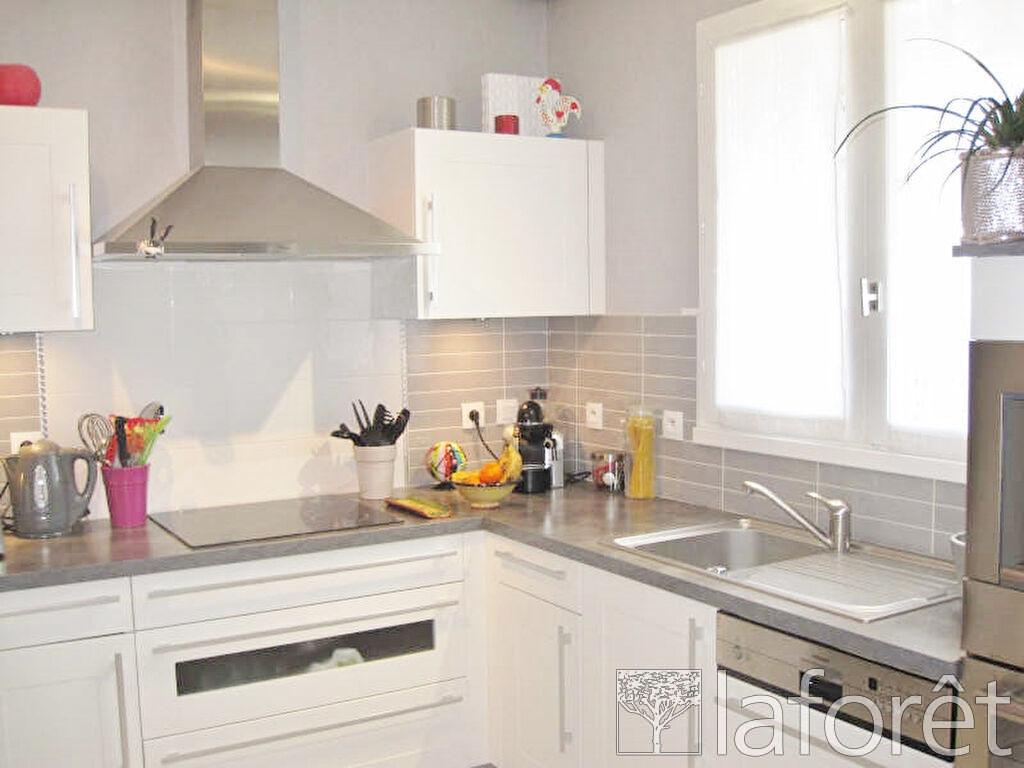 Location maison / villa Villefontaine 1250€ CC - Photo 3